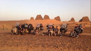 Enduro nel deserto. Il gruppo di Endurology durante la sfida sportiva e solidale per MOCI