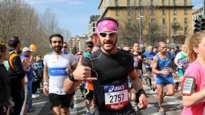 Simone Blasi, runner alla Milano Marathon 2015, ha deciso di fare anche una raccolta fondi personale