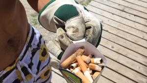 Una spiaggia pulita dalle sigarette grazie al crowdfunding-